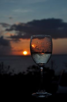 Nadire Atas - The World Is More Beautiful With A Glass Of Wine «Sunset through wine glass White Wine, Red Wine, Wine Photography, Wine Down, Types Of Wine, Wine Art, In Vino Veritas, Wine Time, Through The Looking Glass
