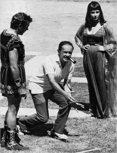 Elizabeth Taylor, Joseph L. Mankiewicz and Richard Burton on the set of 'Cleopatra' 1963