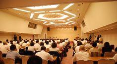 Politics 2012年9月3日、兵庫県の受動喫煙防止条例に関して飲食業界を含めた事業者向けの説明会が開催された。会場には事前に用意された席数を上回る事業者が詰めかけ、事業者側の関心の高さをうかがわせた。