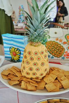 Super creative ideas for a mid-century supper club party at Modern Kiddo. Wow, the pictures are all outrageous!