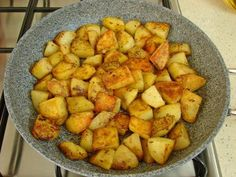 Tavada Baharatlı Patates Kızartması Tarifi Yapılış Aşaması 9/12 Finger Foods, Sweet Potato, Food And Drink, Potatoes, Kebabs, Healthy Recipes, Vegetables, Cooking, Breakfast