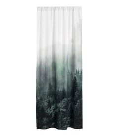 Weiß/Landschaft. Vorhangschal aus Baumwolle mit Fotodruck. Breiter Tunnel zum…
