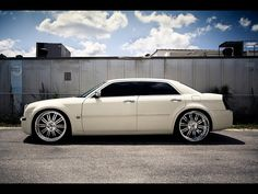 Chrysler 300 - my dream car in mother of pearl...