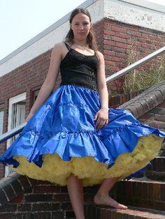 Tie Dye Skirt, Dress Skirt, Dress Up, Vintage Dress Patterns, Vintage Dresses, Windy Skirts, Facon, Ball Dresses, Petticoats