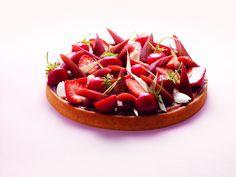 """""""La rhubarbe, c'est une saveur de mon enfance. Ici, elle se décline en marmelade, pochée et également crue, avec le gras…"""