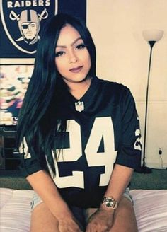 Oakland Raiders Wallpapers, Nfl Raiders, Oakland Raiders Football, Raiders Cheerleaders, Chola Girl, Chola Style, Girl Style, Fille Gangsta, Raiders Girl