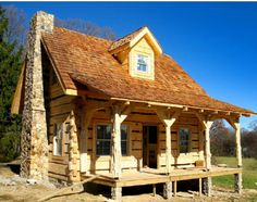 What could be more cozy than this Newly handcrafted, Old Style Hand Hewn log cottage?  Built by Hearthstone Homes based out of Dandridge Tennessee, Kent and Midge Merri..