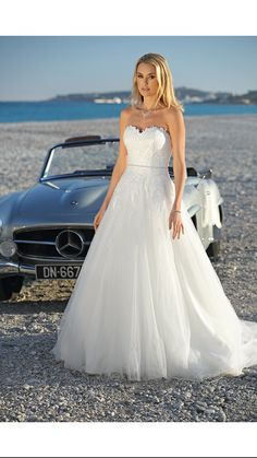 Ladybird - Style 420002 - View the new wedding dress collection and find your dream dress! Top Wedding Dresses, Princess Wedding Dresses, Designer Wedding Dresses, Wedding Gowns, Rembo Styling, Romantic Princess, Fantasy Gowns, Dream Dress, Wedding Styles