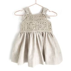 How to crochet a Fabric & Granny Squares Dress - Pattern and Tutorial Crochet Toddler, Crochet Girls, Crochet For Kids, Knit Baby Dress, Crochet Baby Clothes, Clothing Patterns, Dress Patterns, Kids Clothing, Col Crochet