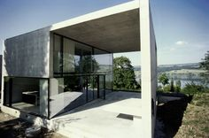 LIVIO VACCHINI STUDIO - http://www.studiovacchini.ch/ with architects: Silvia Gmür & Patrick Jordi 1995-1998 Un classique de l'architecture moderne, un ensemble de 3 maisons sublimes que j'ai découvert en 2003 lorsque j'ai rencontré les architectes suisses...