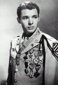 Audie Murphy 20 June 1925 – 28 May 1971 ~ An American Hero! ~He was the most highly decorated American soldier of WWII, Congressional Medal of Honor and all. He was and weighed 110 pounds. Kings & Queens, Interesting History, Before Us, World History, Texas History, Military History, World War Two, Kingston, Portraits