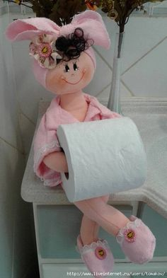 Wish I could find a pattern for this Baby Sewing Projects, Fun Projects, Fabric Dolls, Paper Dolls, Foam Crafts, Diy And Crafts, Diy Doll Toilet, Towel Crafts, Clay Baby