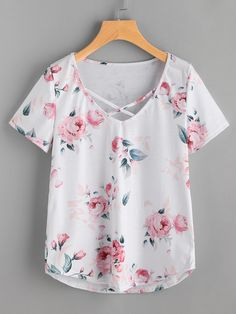 SheIn offers Floral Print Crisscross Front Tee & more to fit your fashionable needs. Cool Outfits, Summer Outfits, Casual Outfits, Look Fashion, Womens Fashion, Fashion Design, Fashion Trends, Navy Bridesmaid Dresses, Cute Shirts