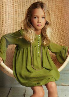 Moda estilo boho chic para bebés y niños Fashion Kids, Little Girl Fashion, Little Dresses, Girls Dresses, Look Boho Chic, Moda Kids, Boho Girl, Estilo Boho, Kind Mode