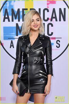 Selena Gomez Debuts Blonde Hair at American Music Awards 2017!