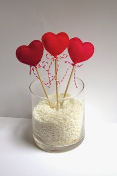 For the most romantic day in the year, Valentine's Day we have selected interesting diy crafts. Be creative for the Valentine's Day and give cute gifts to your loved ones. The gift would have bigger meaning if you make it… Continue Reading → Valentines Day Decorations, Valentine Day Crafts, Saint Valentine, Be My Valentine, Ciel E, Design Crafts, Diy Crafts, San Valentin Ideas, Felt Hearts