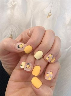 Short cute yellow nails with designs. Nails that cute and easy to work with. Short cute yellow nails with designs. Nails that cute and easy to work with. Cute Nail Art, Cute Nails, Pretty Nails, My Nails, Kawaii Nail Art, Nagellack Design, Yellow Nail Art, Yellow Nails Design, Pastel Nail Art
