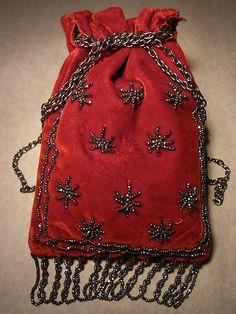 ANCIENNE BOURSE RETICULE XIXème Velours de Soie Rouge  Rebrodé de Perles d'acier