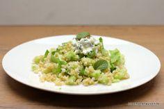 Schöner Tag noch! Food-Blog mit leckeren Rezepten für jeden Tag: Grüner Bulgur-Salat mit Gurke, Salat, Minze und Hüttenkäse