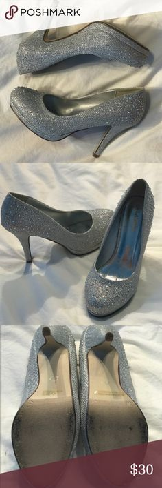 👠Cute & Trendy Glitter High Heels 👠 Silver glitter heals! Only wore once for my quinceanera Shoes Heels