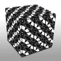 Eine Variation von Rubik's Cube. Auf jeder Seite wird 9x das gleiche Motiv wiederholt. Durch Drehen entstehen unzählige Variationen. Design der Oberfläche: Jupp Hartmann