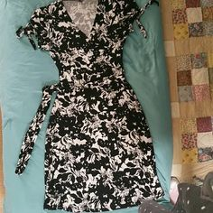 Stretch Faux Wrap Dress with ties at Cap sleeves Excellent condition. Feminine dress that has details such as ties at Cap sleeves with keyhole at sleeve. Belt included. Misses sizing. I would not sell anything I would not wear myself. Apt. 9 Dresses