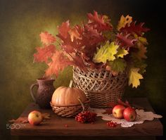 Still life with autumn leaves - null