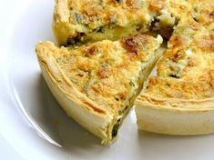 Cheesy Spinach and Bacon Quiche. This easy cheesy spinach quiche can be made ahead of time and reheated for later and is a crowd pleaser. A cheesy spinach and bacon quiche is a great way to share a great meal with good friends. Bisquick Recipes, Quiche Recipes, Crab Recipes, Easy Recipes, Leek Recipes, Salmon Recipes, Healthy Recipes, Breakfast Casserole, Breakfast Recipes