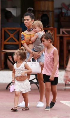 Kourtney Kardashian visita Cuba em família (Foto: Grosby Group)