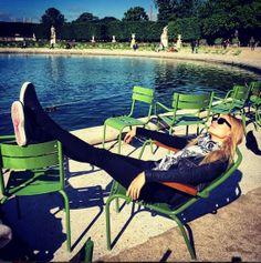 Natasha Poly aux Tuileries http://www.vogue.fr/mode/mannequins/diaporama/la-semaine-des-tops-sur-instagram-30/19110/image/1008116#!natasha-poly-aux-tuileries