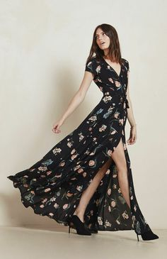 Floral dresses for weddings are having such a moment right now - how gorgeous would your best friends look in the beautiful Lake Dress by @reformation ? I just love the flow of the skirt with the thigh high split.