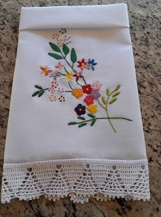 Panos de prato Embroidery Flowers Pattern, Hand Embroidery Stitches, Crewel Embroidery, Hand Embroidery Designs, Ribbon Embroidery, Flower Patterns, Cross Stitch Embroidery, Creative Embroidery, Simple Embroidery