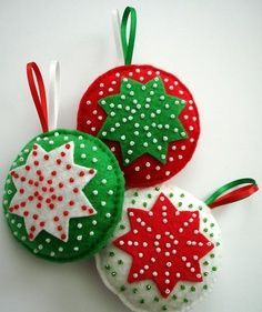 Set of 3 Star Christmas Tree Felt Ornaments - white green red with glass beads - Christmas Home - Holiday Decoration - Handmade Christmas Christmas Projects, Felt Crafts, Holiday Crafts, Diy Crafts, Felt Christmas Decorations, Felt Christmas Ornaments, Tree Decorations, Diy Ornaments, Beaded Ornaments