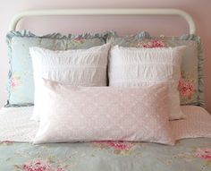 Mimi's Vintage Charm: love this Simply Shabby Chic bedding for a little girl's room...