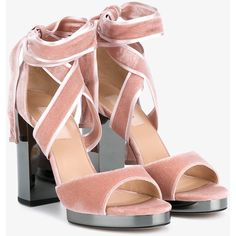 Valentino High Heel Velvet Sandals (3.055 BRL) ❤ liked on Polyvore featuring shoes, sandals, pink, pink high heel sandals, heeled sandals, block-heel sandals, pink ballet shoes and strappy heeled sandals
