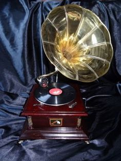 """Antique Reproduction Handmade HMV """"His Master Voice"""" Wind Up Gramophone 78 RPM"""