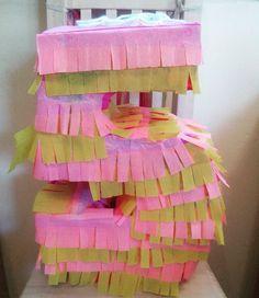 Y entre mesas dulces y tortas va tomando forma el festejo de Sofi!!!! #piñata #5 #party  #pink #yellow #rosa #amarillo #numbers #numeros #cumple by pasteleriaquieromas