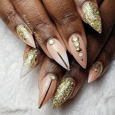 Gold Glitter and Art with Jewel Embellishments Classy Nail Designs, Beautiful Nail Designs, Beauty Art, Beauty Hacks, Diamond Nail Designs, Salon Quotes, Classy Nails, Perfect Nails, Gold Glitter