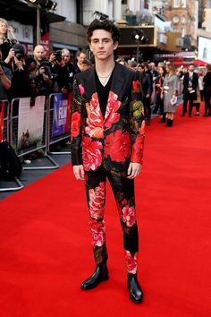 There was no missing Timothee Chalamet on the red carpet for the London Film Festival premiere of 'Beautiful Boy' on Saturday (October When it comes to the floral print of his Alexander McQueen Fall 2018 suit, it is a hell of a lot to visually take in 1950s Jacket Mens, Cargo Jacket Mens, Grey Bomber Jacket, Green Cargo Jacket, Leather Jacket, Tuxedo Jacket, Fashion Moda, High Fashion, Mens Fashion