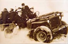 A US Navy unit tests out the MLW-2 on sand dunes. Note large r sand tyres and a crew of eight men. Exterior-access tool compartments had been built in to the rear corners, and a large rectangular fuel tank had been installed between the front seats as you can just see in this shot.