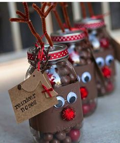 """Reindeer noses in a Mason Jar - fill a jar with chocolate balls and gobstopper """"noses"""" for DIY Christmas gifts for friends and neighbours! (homemade christmas treats in a jar) Mason Jar Christmas Gifts, Christmas Party Favors, Noel Christmas, Christmas Goodies, Christmas Projects, Holiday Crafts, Christmas Treats For Gifts, Christmas Gift Craft Ideas, Christmas Recipes"""