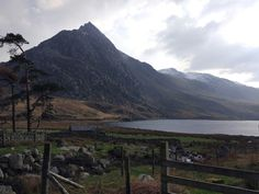 Hiking magical Llyn Ogwen, Wales