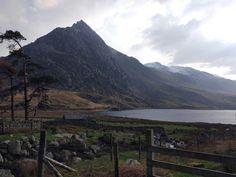 Hiking magical Llyn Ogwen, Wales