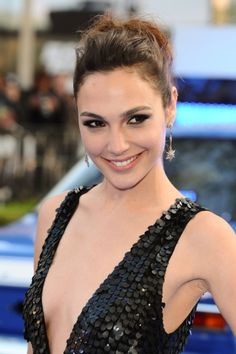 Gal Gadot arriving for the 'Fast And Furious 6' Premiere, at Empire Leicester Square, London. #beauty #makeup #celebrity #looks