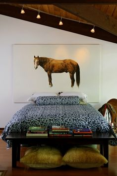 I know it's way random to have a horse photo over the bed, but for some reason I like this haha.
