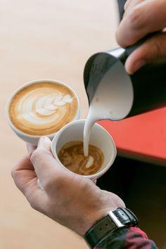Cappuccino Coffee, Coffee Drinks, Latte, Yummy Food, Tableware, Recipes, Dinnerware, Delicious Food, Tablewares