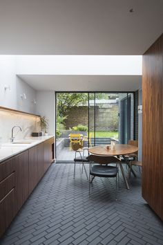 MRS CUSTARD'S HOUSE by Mustard Architects http://www.archello.com/project/mrs-custards-house Photo by: (C) Tim Crocker
