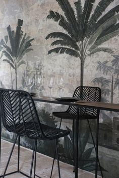 If I go with wallpaper. West Indies Style, Asian Restaurants, Piece A Vivre, Tropical Decor, Antique Stores, Decoration, Restaurant Bar, Interior And Exterior, Beautiful Homes