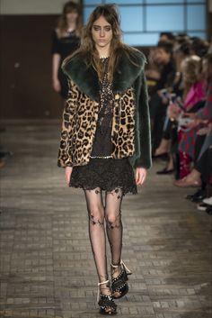 Sfilata N°21 Milano - Collezioni Autunno Inverno 2016-17 - Vogue