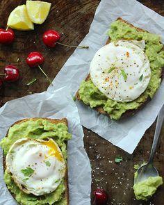7. Avocado Toast With Egg #healthy #breakfast #recipes…